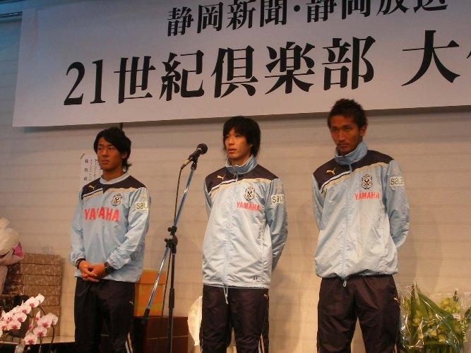 左カら山田選手、小林選手、金園選手